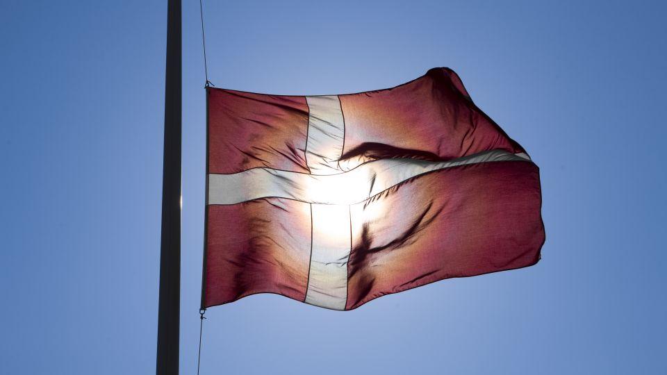 Flag Paa Halv